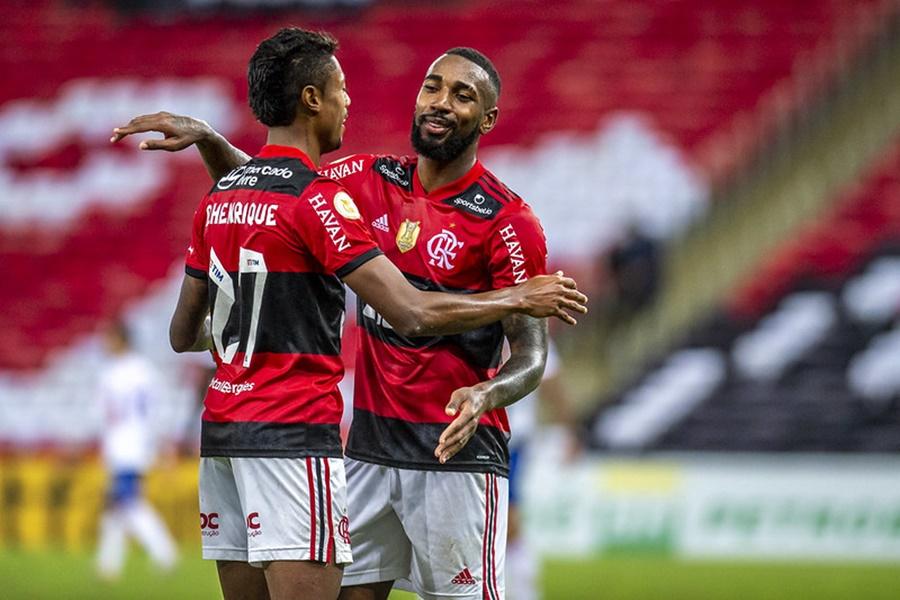 Imagem: Bruno Henrique e Gerson Em jogo de despedida de Gerson, Bruno Henrique faz dois gols e tira invencibilidade do Fortaleza