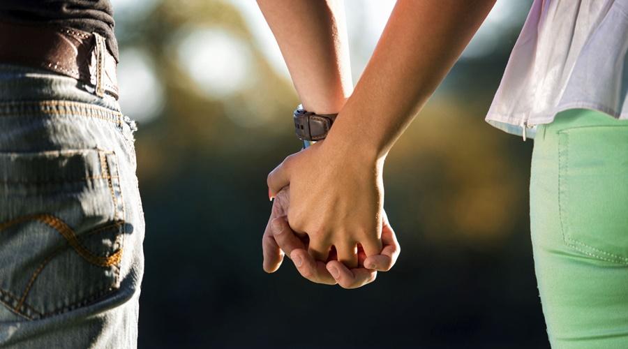 """Imagem: Casal de namorados Pesquisa afirma que para cada pessoa existem 34 """"almas gêmeas"""""""
