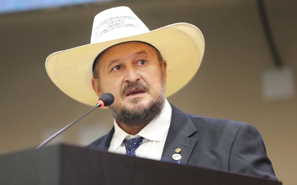 """Imagem: Cattani Mesmo com dificuldade, deputado crê em CPI: """"vamos 'carcar o rim'"""""""