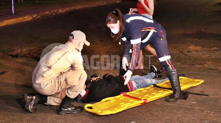 Imagem: Entregador que estava na preferencial Motociclista entra na Avenida Goiânia e bate em entregador que estava na preferencial