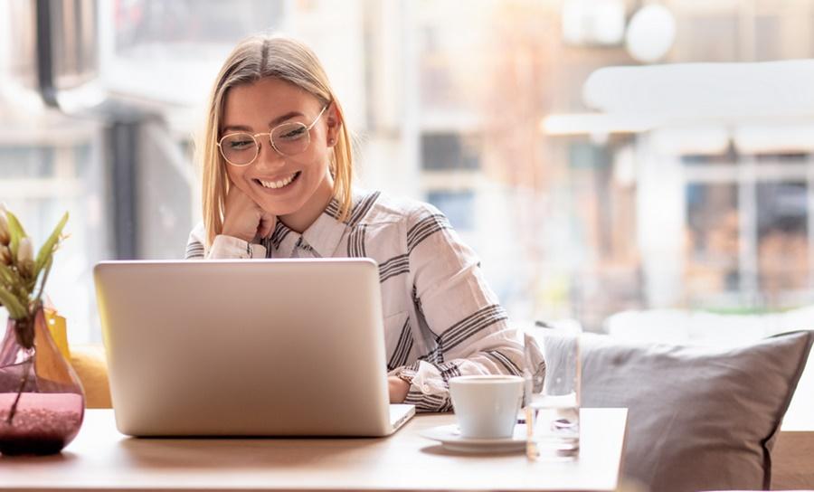 Imagem: Estudante computador Educação e cultura digital são pautas de evento on-line
