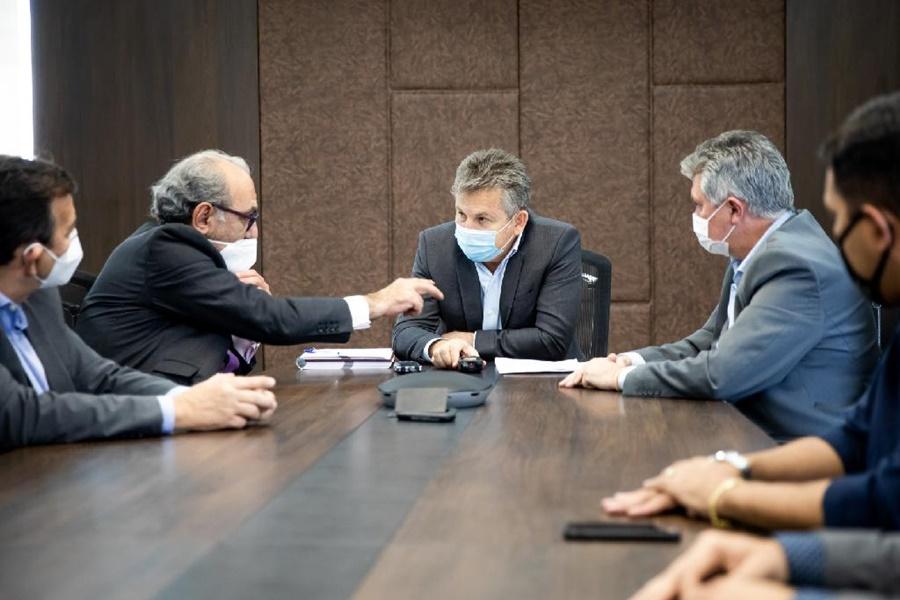 Imagem: Mauro Mendes em reuniao Governo do Estado assina contrato para implantar radiocomunicação digital em 50 municípios