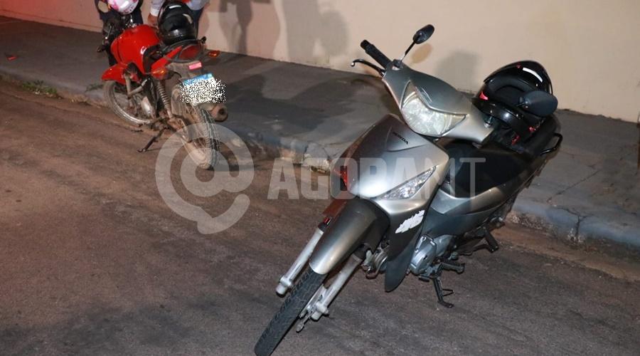 Imagem: Motocicletas envolvidas no acidente Motos batem de frente no Conjunto São José