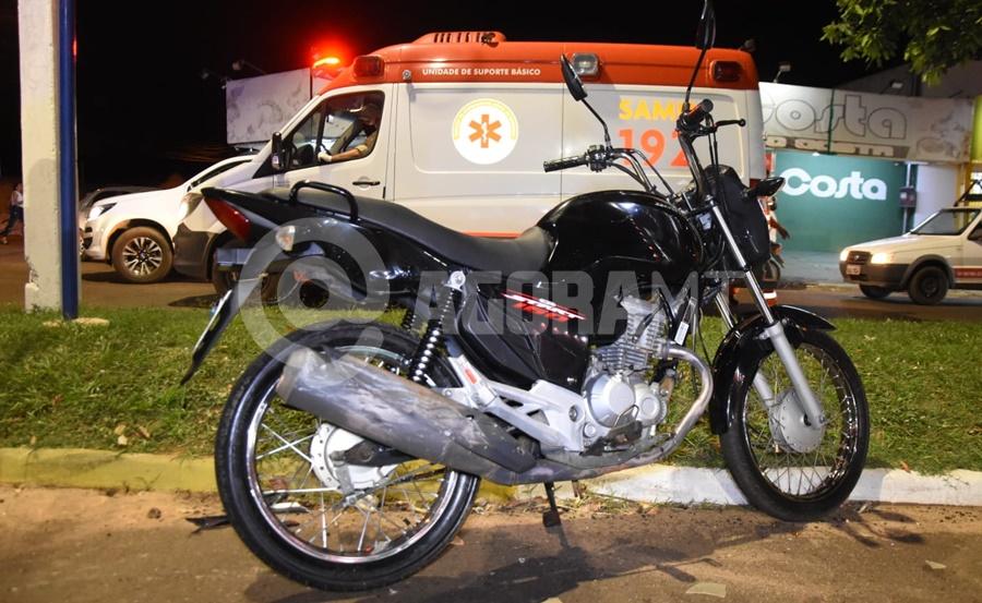 Imagem: O condutor da motocicleta carregava a filha de cinco e a esposa Imprudência de motociclista causa acidente e deixa filha de cinco anos ferida