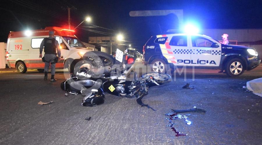 Imagem: PM e Samu no local do acidente Motociclista fica gravemente ferido em acidente no Centro