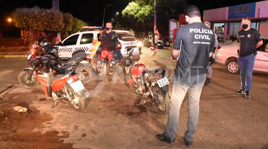 Imagem: Policia Civil e Policia Militar Motociclistas sofrem fraturas e uma das vítima cai em buraco após acidente