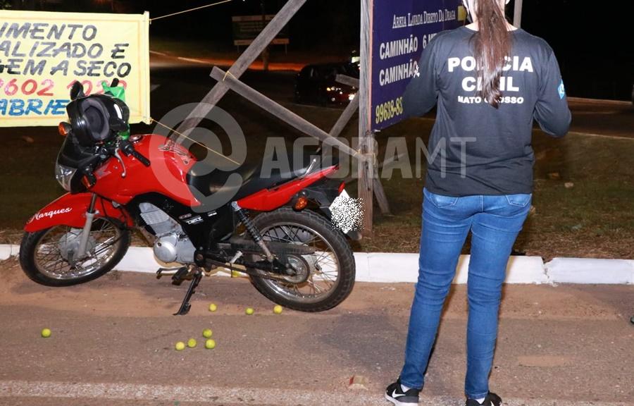 Imagem: Policia Civil tambem esteve no local do acidente Delivery invade a preferencial e fica ferido com fratura exposta