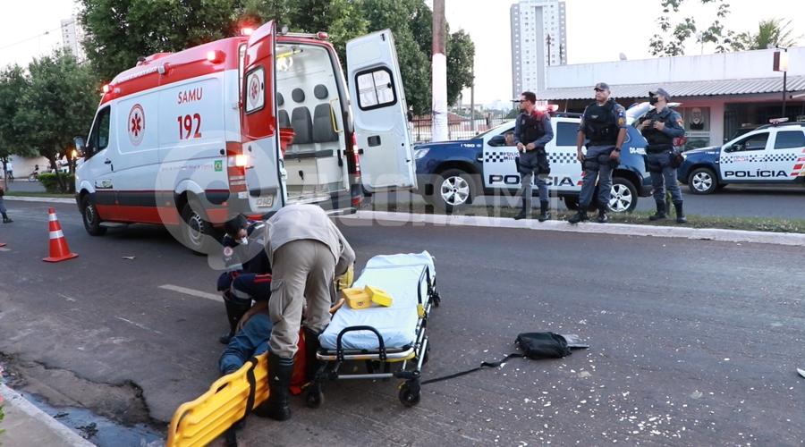 Imagem: Policia Militar e Samu atendendo a ocorrencia Vítima reage em tentativa de roubo e ladrão fica ferido e desmaiado