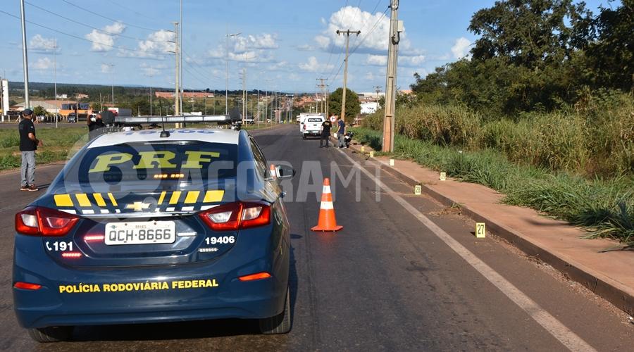 Imagem: Policia Rodoviaria no local do fato Motociclista perde o controle, bate em poste e morre na BR-364