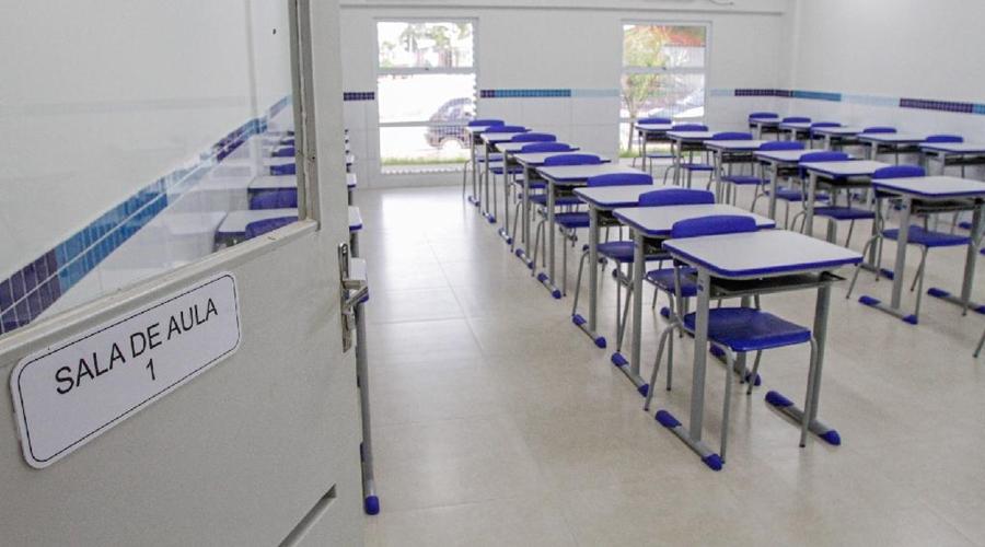 """Imagem: Sala de aula Michel Alvim Governador questiona """"diferença de professor para outros servidores"""""""