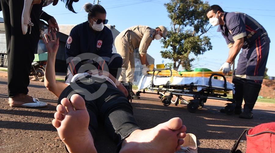 Imagem: Samu atendendo vitima de atropelamento Idosa é atropelada e arrastada por carro na Avenida Júlio Campos