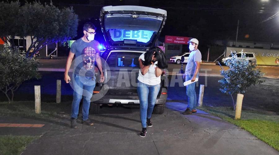 Imagem: Suspeita proprietaria da casa onde foi encontrada as drogas DERF causa prejuízo para o tráfico com grande apreensão de droga e suspeitos presos