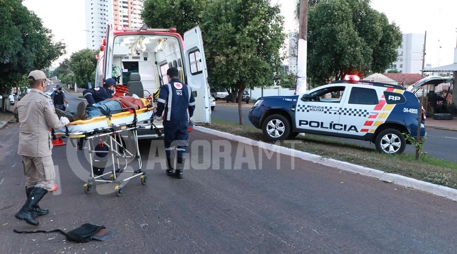 Imagem: Suspeito sendo socorrido apos levar uma garrafada Vítima reage em tentativa de roubo e ladrão fica ferido e desmaiado