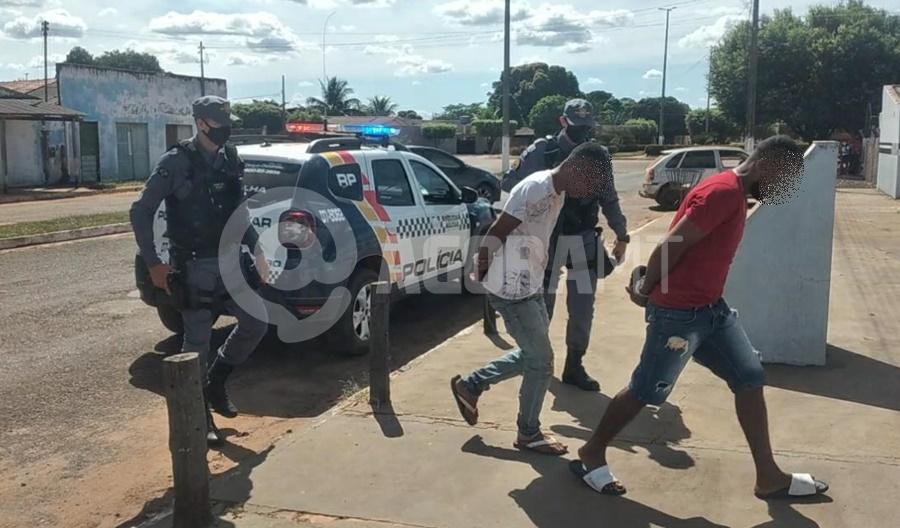 Imagem: Suspeitos presoa em Tangara da Serra Em menos de 24h, PM prende suspeitos e recupera carro roubado