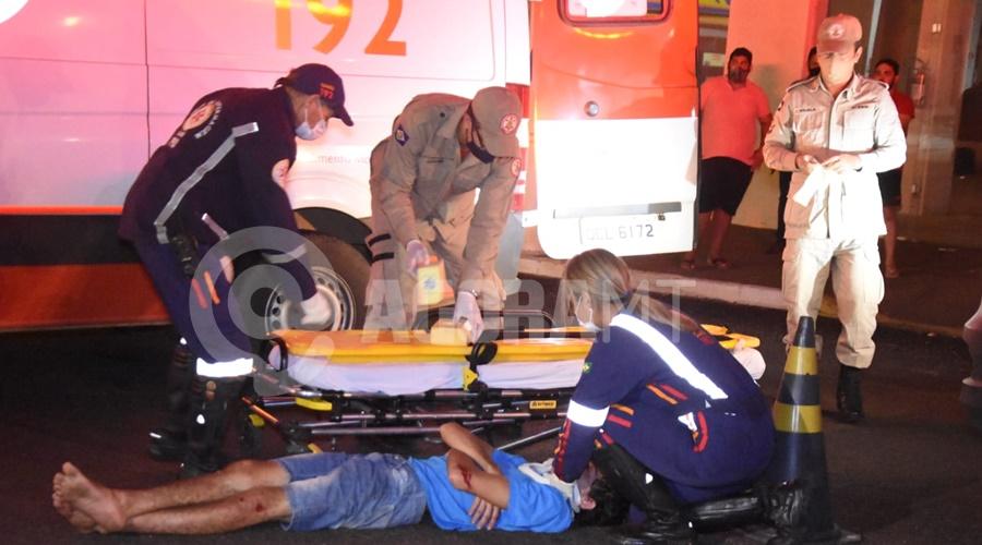 Imagem: Uma das vitimas envolvido no acidente e levado para UPA Motociclista fica gravemente ferido em acidente no Centro