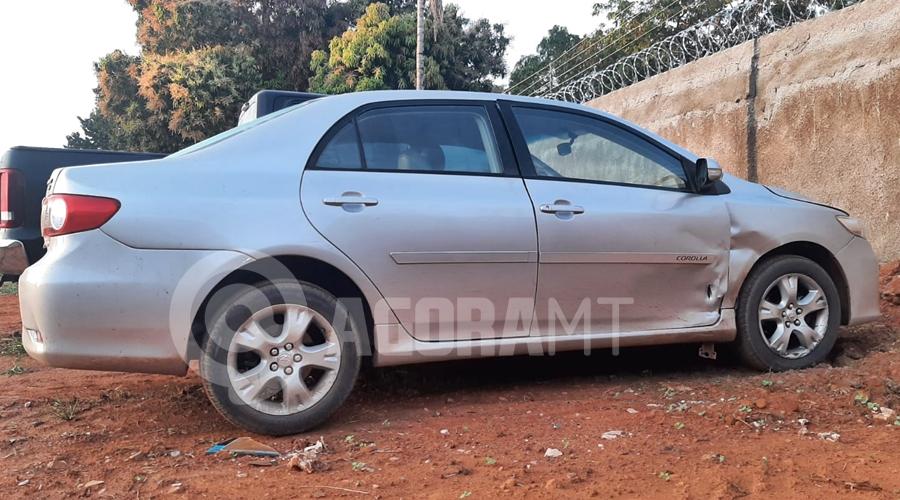 Imagem: Veiculo Corolla usado para cometer o crime PM age rápido, recupera carro roubado e prende suspeitos