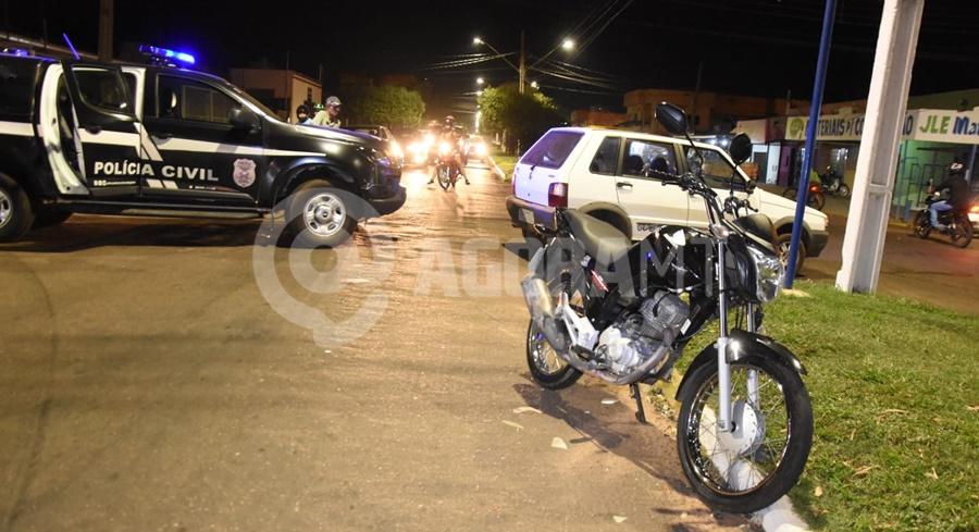 Imagem: Veiculo e motocicleta envolvidos no acidente Imprudência de motociclista causa acidente e deixa filha de cinco anos ferida