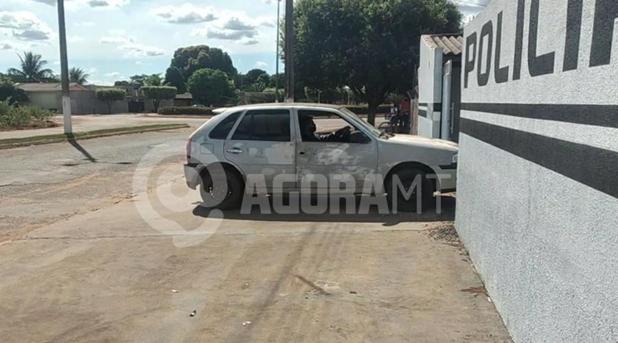 Imagem: Veiculo que dava assistncia para os bandidos Em menos de 24h, PM prende suspeitos e recupera carro roubado