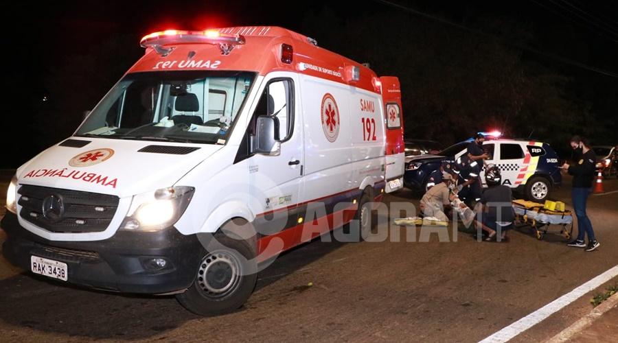 Imagem: Vitima recebendo atendimento pela equipe do Samu Delivery invade a preferencial e fica ferido com fratura exposta