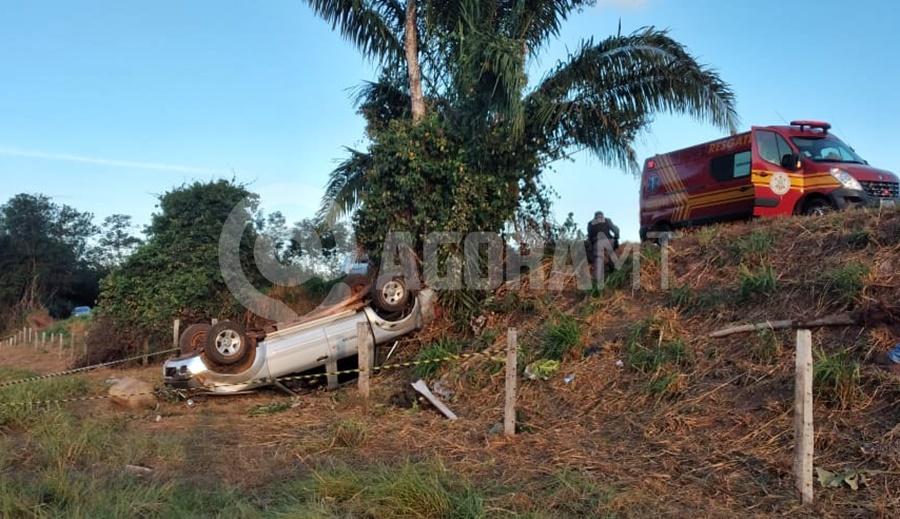 Imagem: acidente Tangara 2 Pai morre preso às ferragens e mulher e filho são socorridos