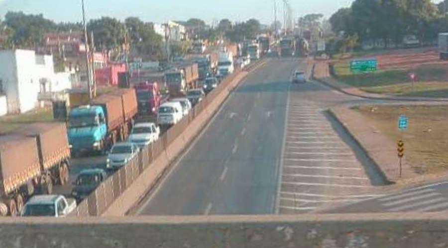 Imagem: congestionametno Adonias cobra respostas sobre congestionamentos na BR-364