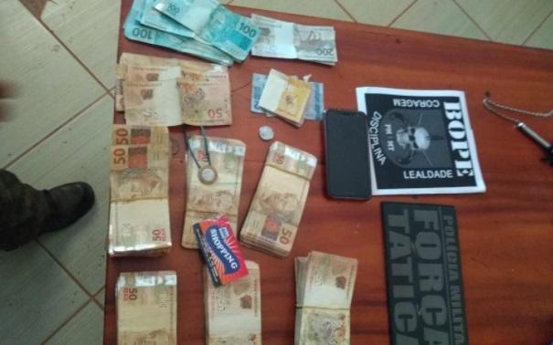 Imagem: dinheiro criminosos Polícia recupera R$ 43 mil com mortos em confronto