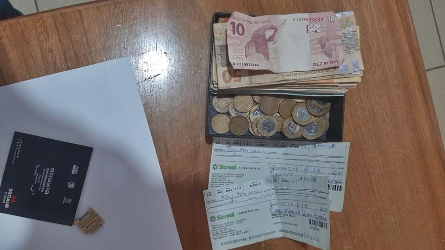 Imagem: dinheiro do suspeito Idoso afirmou que vendia drogas para complementar renda