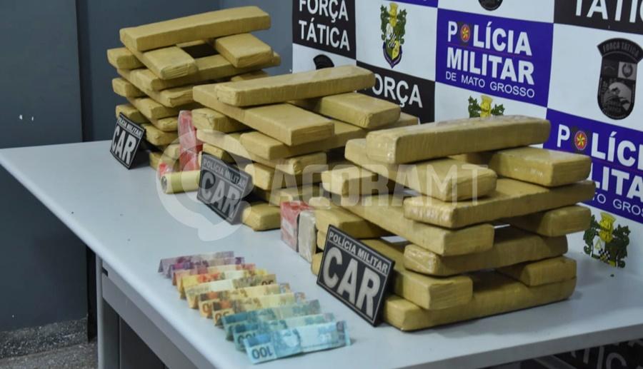 Imagem: droga apreendida CAR apreende 42 tabletes após flagrar suspeito entregando drogas