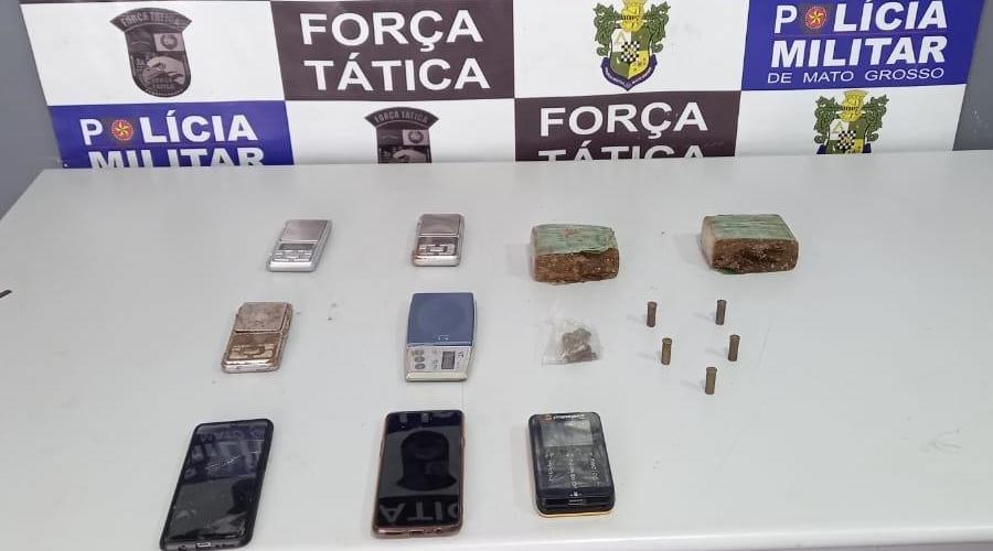Imagem: ea81ac18 bf8e 480b 85fe 75fa3d4f0c52 Esconderijo de drogas é descoberto em buraco e trio é preso por tráfico