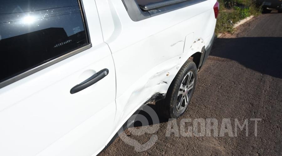 Imagem: fiat acidente Motociclista fica ferido após bater em carro no Jardim Santa Marta