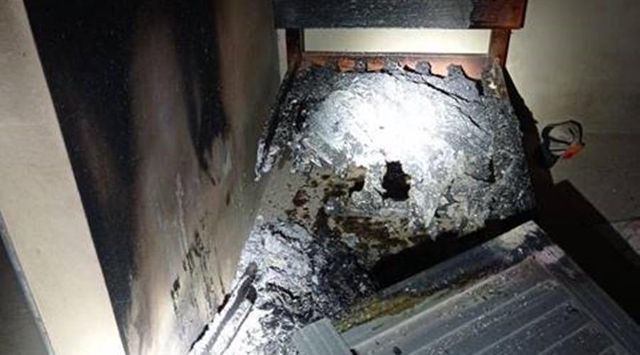 Imagem: fogo1 1 Lázaro deixa rastro de violência na fuga e põe fogo em casa
