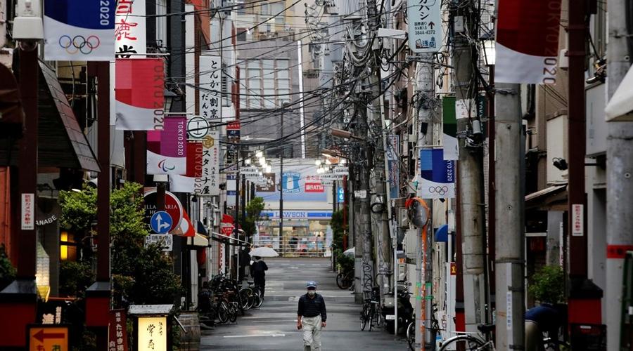 Imagem: japao rua mascara toquio 2020 Empresas privadas se preparam para vacinar no local de trabalho