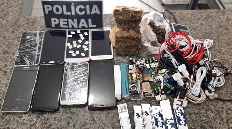Imagem: material apreendido Mata Grande Policiais Penais apreendem materiais arremessados via muralha