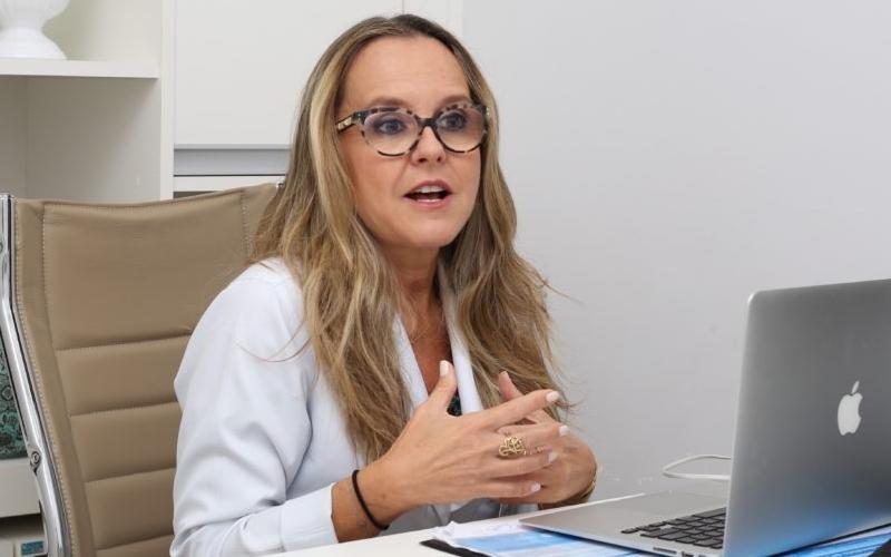 """Imagem: natasha Após admitir disputa, médica é """"assediada"""" por vários partidos"""