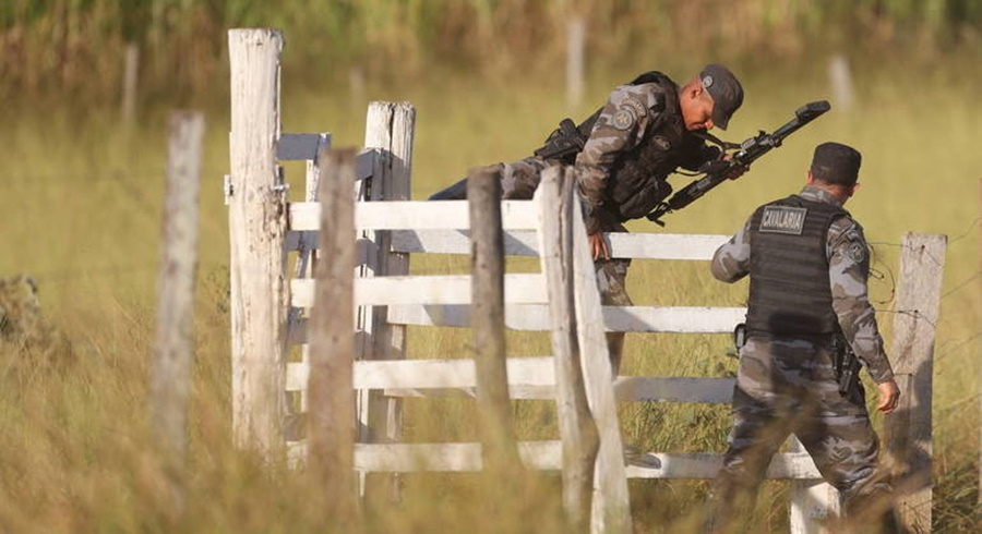 Imagem: policiais na mata a procura de Lazaro Buscas por Lázaro continuam no 12º dia com blitz e especialistas no cerrado