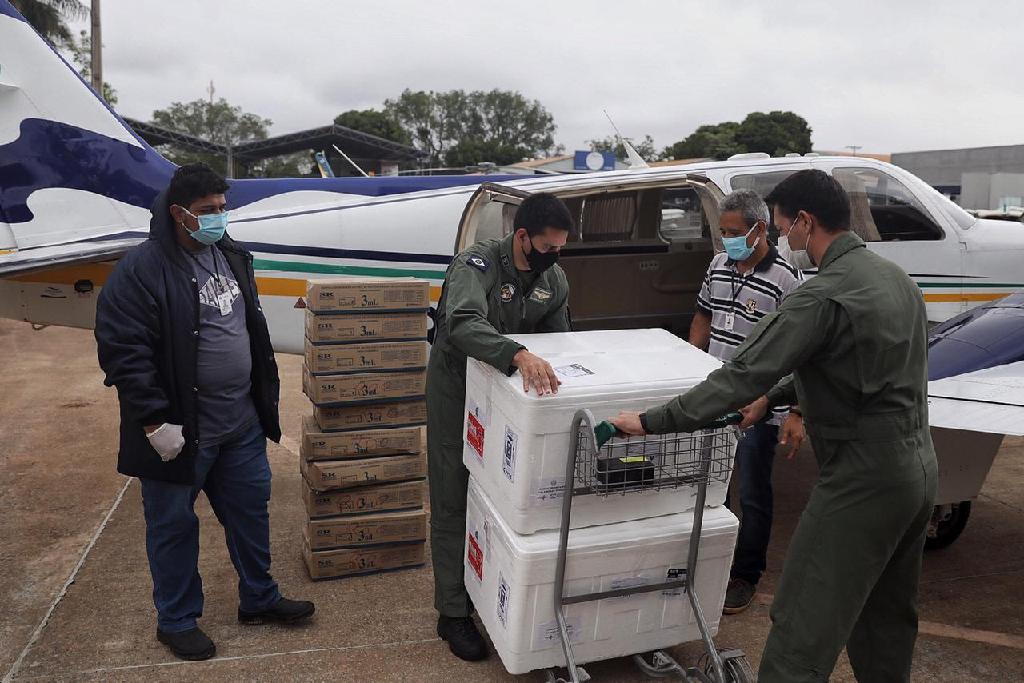 Imagem: remessa vacinas lotes mt Saúde Estadual define distribuição de vacinas para lactantes e trabalhadores da assistência social