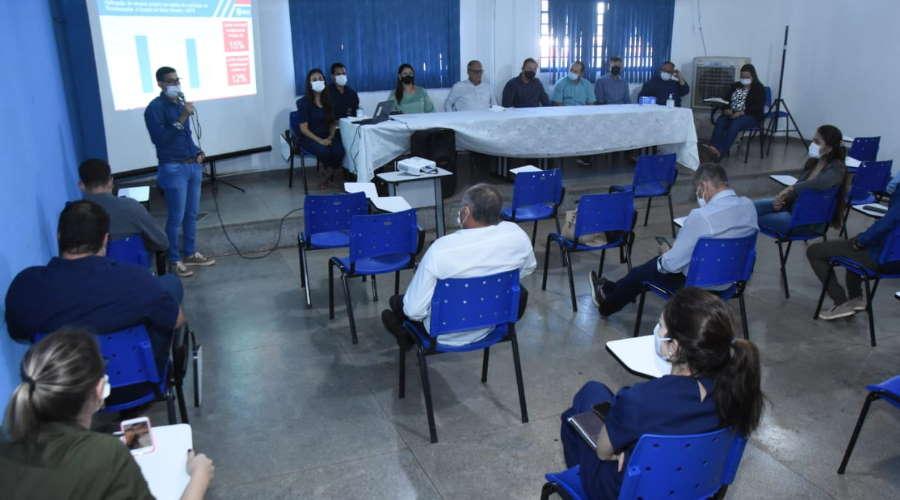 Imagem: reuni prefeitos secretario Prefeitos e secretários da região discutem ação conjunta contra a Covid-19