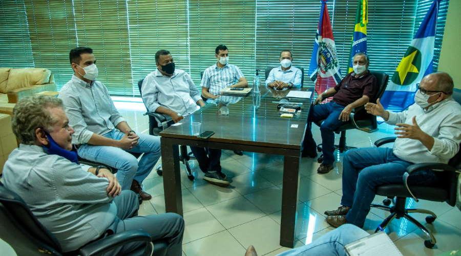 Imagem: reuniao ze empresarios Grupo pretende investir em duas unidades com previsão de gerar 500 empregos