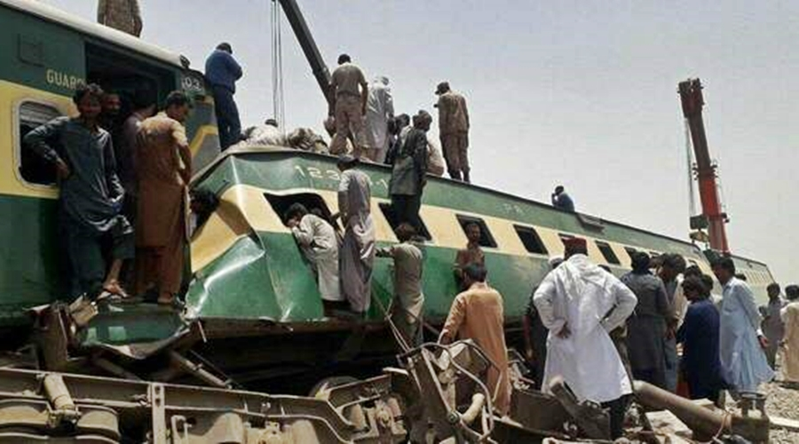 Imagem: share medium acidente 97CF19B3 8D76 4FAE A21A DAD551BD8E90 Acidente de trem deixa pelo menos 36 mortos no Paquistão