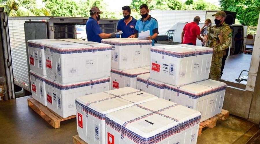 Imagem: 01 04 2021 Chegada de Vacinas 5 Colegiado define distribuição de 111.240 doses de vacinas contra a Covid-19