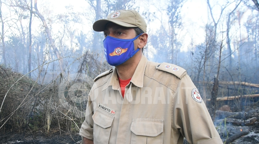 Imagem: 1o Tenente Roberto Corpo de Bombeiros Incêndio atinge aldeia e fogo é controlado com ajuda dos índios