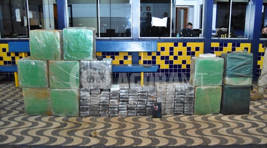 Imagem: 496 kg de cocaina pura apreendidos pela Policia Rodoviaria Federal PRF tira de circulação quase meia tonelada de cocaína e dupla é presa