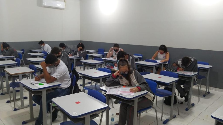 Imagem: Alunos da escola Tiradentes Alunos da Escola Tiradentes participam da Olimpíada Brasileira de Matemática