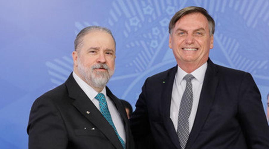 Imagem: Augusto Aras e Bolsonaro Augusto Aras é anunciado por Bolsonaro para chefiar Procuradoria-Geral da República