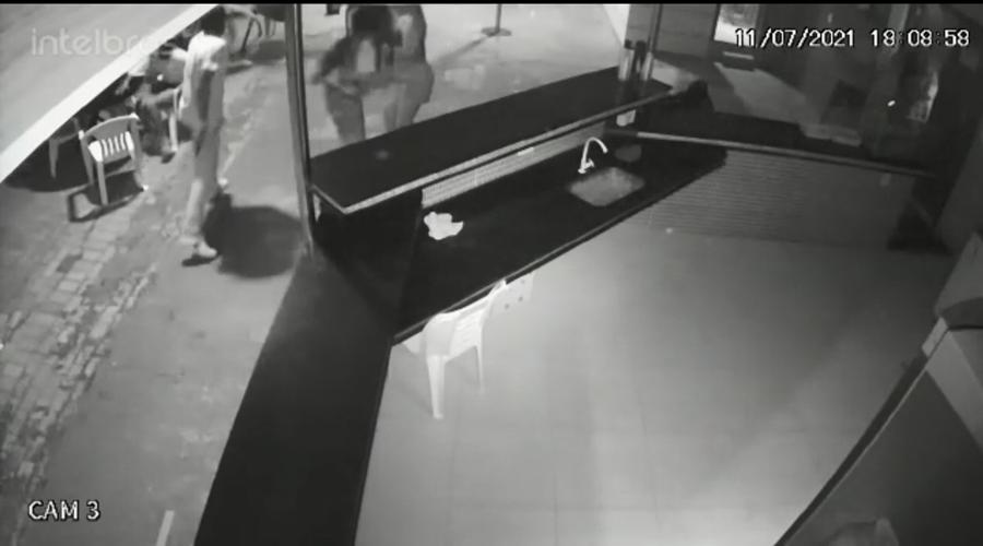 Imagem: CENA SORRISO SUSPEITO SACA Dois são presos após homicídio de técnico de segurança por homofobia
