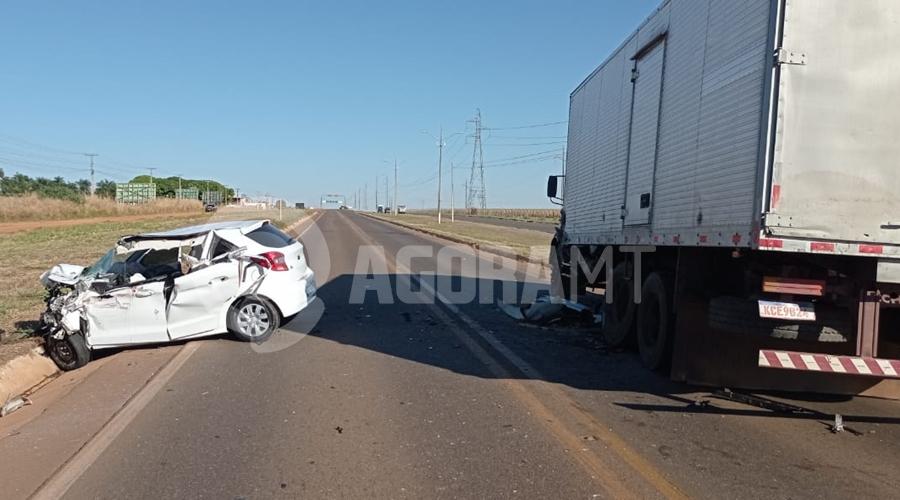 Imagem: Colisao com vitima fatal na BR 070 Motorista morre preso às ferragens em acidente durante a madrugada