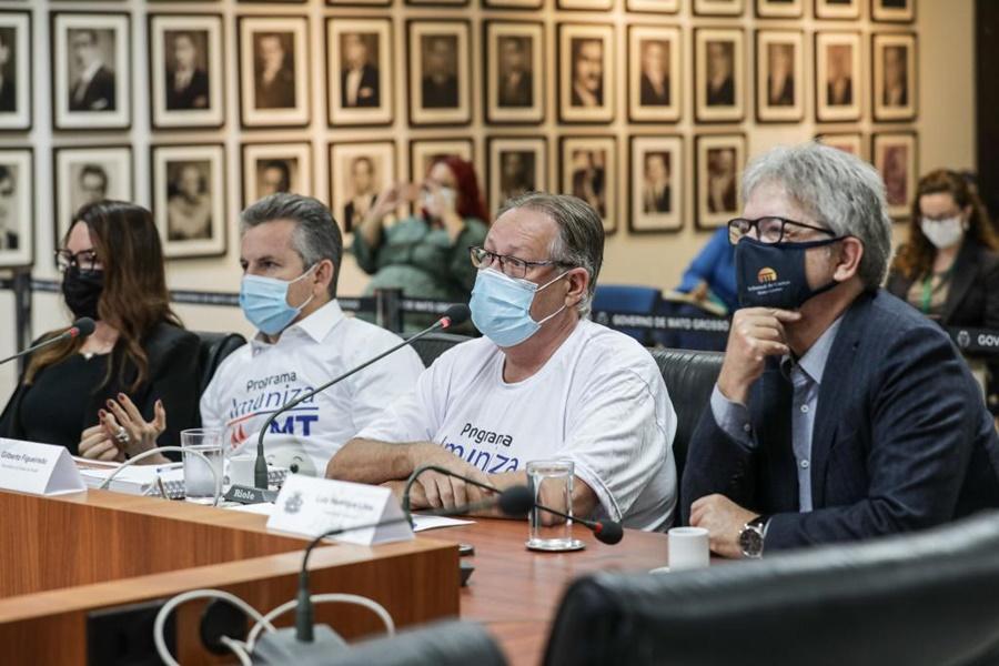 Imagem: Governador e ministros Governo de MT vai destinar R$ 65 milhões para que municípios acelerem imunização