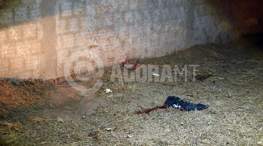 Imagem: Local onde a vitima esta caida Adolescente morre em hospital 7 dias após bater moto em muro