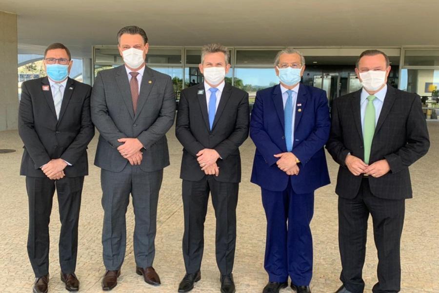 Imagem: MAURO MENDES COM SENADORES Bolsonaro garante trabalho conjunto para melhorar rodovias de MT