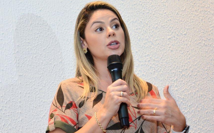 """Imagem: Michelly """"Situação da Saúde de Cuiabá é lamentável: fábrica de corrupção"""""""